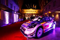 Une Ford Fiesta WRC est exposée