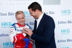 Felix Rosenqvist, Mahindra Racing, riceve il the Julius Bar Pole Position award