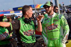 Daniel Suarez, Joe Gibbs Racing, Toyota Camry Interstate Batteries y Scott Graves