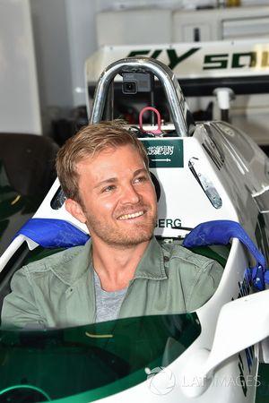 Nico Rosberg, dans la Williams FW08 de son père Keke Rosberg