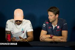 Lewis Hamilton, Mercedes-AMG F1 and Romain Grosjean, Haas F1 in the Press Conference