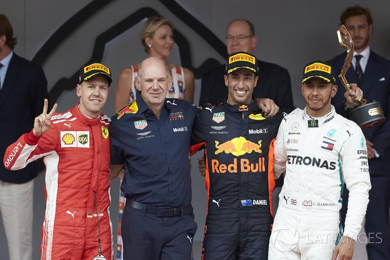 Vettel terminou em segundo e Hamilton completou o pódio na terceira posição