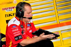 Joey Logano, Team Penske, Ford Fusion Shell Pennzoil crew chief Todd Gordon