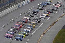 Johnny Sauter, GMS Racing Chevrolet y Austin Cindric, Brad Keselowski Racing Ford