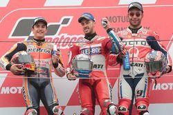 الفائز أندريا دوفيزيوزو، دوكاتي والمركز الثاني مارك ماركيز، هوندا والمركز الثالث دانيلو بيتروشي، برا