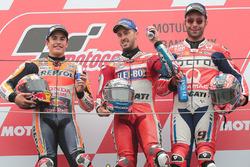 Подиум: победитель гонки Андреа Довициозо, Ducati Team, второе место Марк Маркес, Repsol Honda Team,