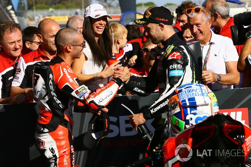 Marco Melandri, Ducati Team, Jonathan Rea, Kawasaki Racing in parc ferme