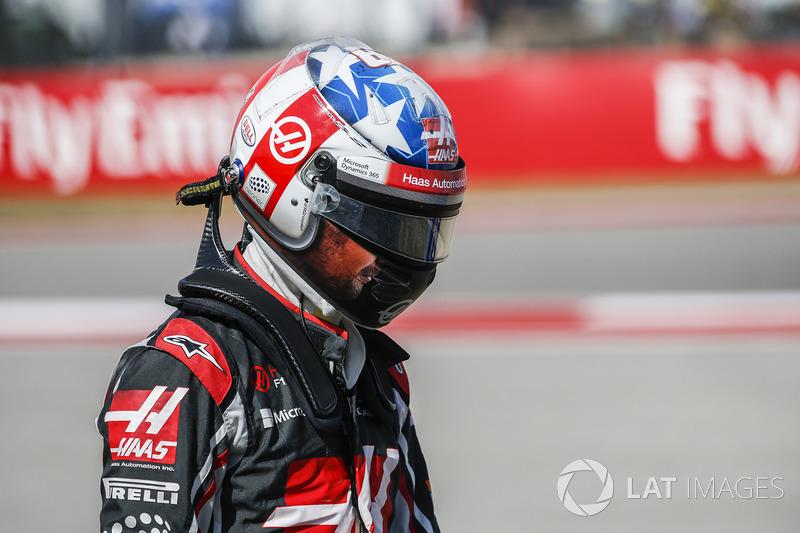 Romain Grosjean, Haas F1 Team, lascia la sua monoposto dopo essersi fermato per un testacoda durante le prove