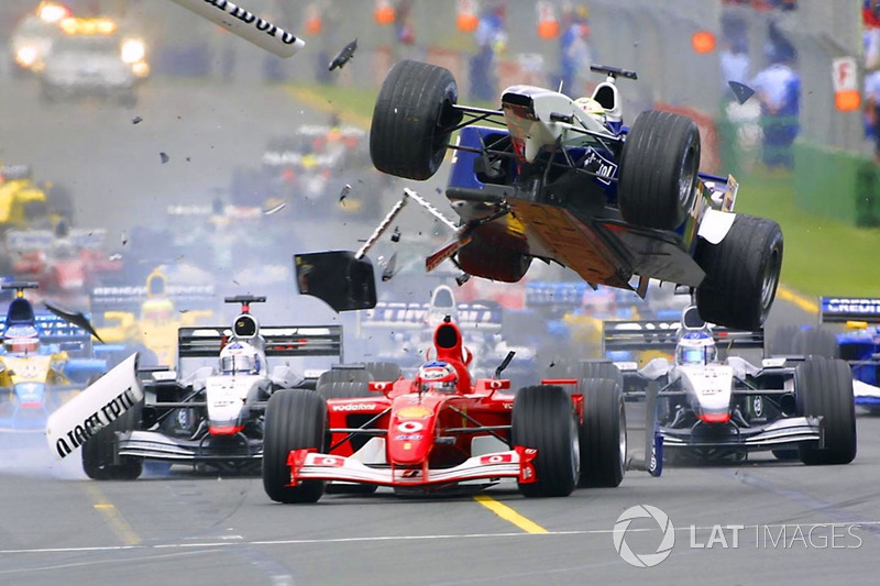 Accidente en la primer curva de Ralf Schumacher, Williams vuela sobre Rubens Barrichello, Ferrari