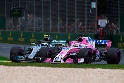 Valtteri Bottas, Mercedes-AMG F1 W09 EQ Power+ et Sergio Perez, Force India en lutte