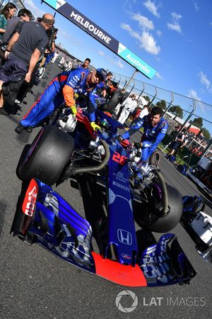 Brendon Hartley, Scuderia Toro Rosso STR13 en la parrilla