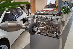 Motore esposto nella sede del gruppo PSA