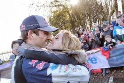 Il Campione del Mondo 2017 Sébastien Ogier, Ford Fiesta WRC, M-Sport Andrea Kaiscon la moglieer