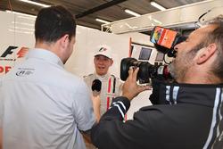 Stuart Codling, journaliste de F1 Racing, avec la biplace F1 Experiences