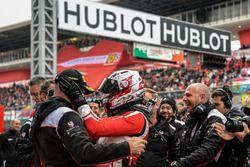Yarış galibi #360 Formula Racing Ferrari 488: Johnny Laursen