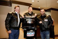 Austin Dillon, Richard Childress Racing Chevrolet Camaro con Justin Alexander, Crew chief e il proprietario del team Richard Childress