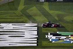 Austin Dillon, Richard Childress Racing Chevrolet Camaro, burnout sull'erba