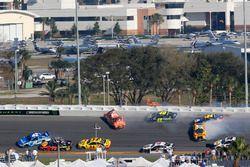 Kyle Larson, Chip Ganassi Racing Chevrolet Camaro, Daniel Suarez, Joe Gibbs Racing Toyota Jimmie Joh
