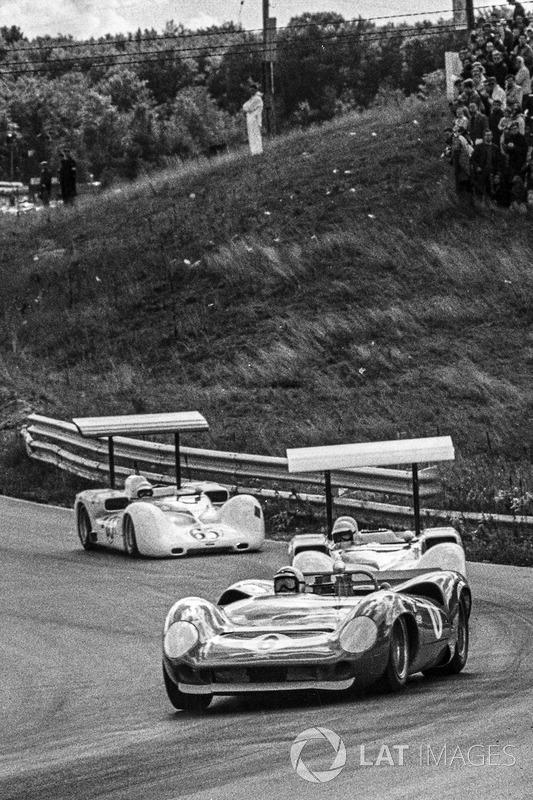 Mark Donohue, Lola T70-Chevrolet, Jim Hall, Chaparral 2E-Chevrolet, Phil Hill, Chaparral 2E-Chevrole