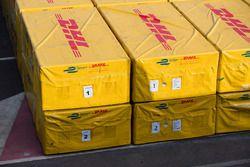 Des caisses DHL