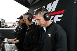 Simon Pagenaud, Team Penske Chevrolet engineers