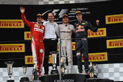 Podium: Tony Ross, Mercedes AMG F1 Race Engineer, Race winner Nico Rosberg, Mercedes AMG F1, second place Sebastian Vettel, Ferrari, third place Daniil Kvyat, Red Bull Racing