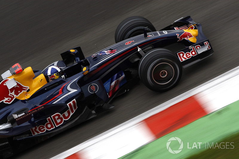 "<img src=""https://cdn-7.motorsport.com/static/img/cfp/0/0/0/200/227/s3/united_kingdom-2.jpg"" alt="""" width=""20"" height=""12"" />Дэвид Култхард, Red Bull (8 очков, один подиум)"