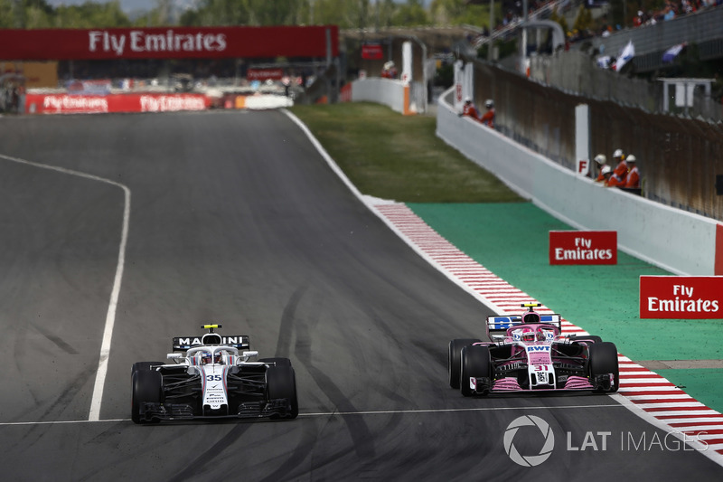Charles Leclerc, Sauber C37, battles with Esteban Ocon, Force India VJM11