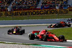 Kimi Raikkonen, Ferrari SF71H, Max Verstappen, Red Bull Racing RB14 en Daniel Ricciardo, Red Bull Racing RB14