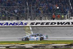 Ganador de la carrera Kevin Harvick, Stewart-Haas Racing, Ford Fusion Busch Light