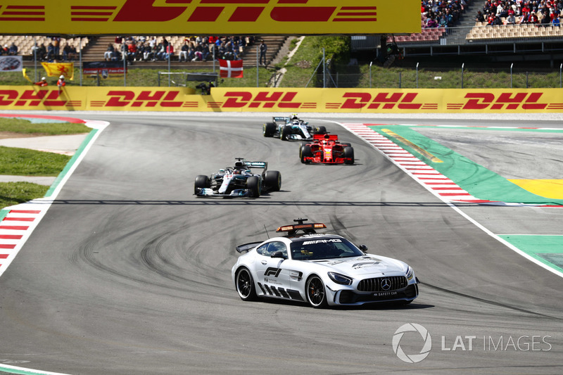 The safety car leads Lewis Hamilton, Mercedes AMG F1 W09, Sebastian Vettel, Ferrari SF71H and Valtteri Bottas, Mercedes AMG F1 W09