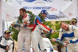 Podio: i vincitori Giacomo Costenaro e Justin Bardini, Hawk Racing Club, festeggiano con lo champagne