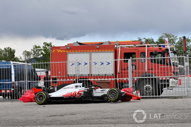 La monoposto incidentata del ritirato Romain Grosjean, Haas F1 Team VF-18