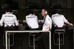 El equipo de Mercedes en la pared del pit