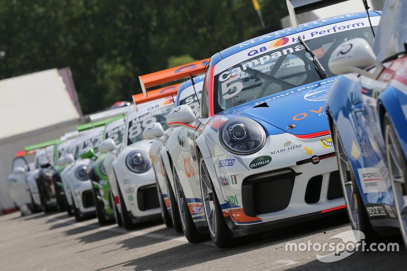 Le Porsche 911 GT3 in fila in attesa delle Qualifiche