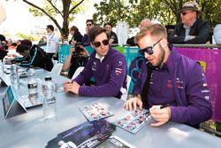 Sam Bird, DS Virgin Racing, Alex Lynn, DS Virgin Racing, signe des autographes