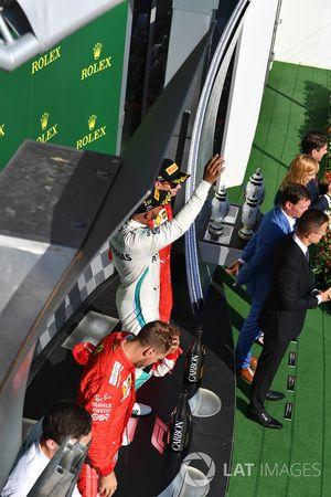 Podio: il vincitore della gara Lewis Hamilton, Mercedes AMG F1, il secondo classificato Sebastian Vettel, Ferrari, il terzo classificato Kimi Raikkonen, Ferrari