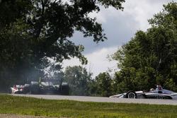 Charlie Kimball, Carlin Chevrolet, Tony Kanaan, A.J. Foyt Enterprises Chevrolet, Will Power, Team Penske Chevrolet crash in turn 9