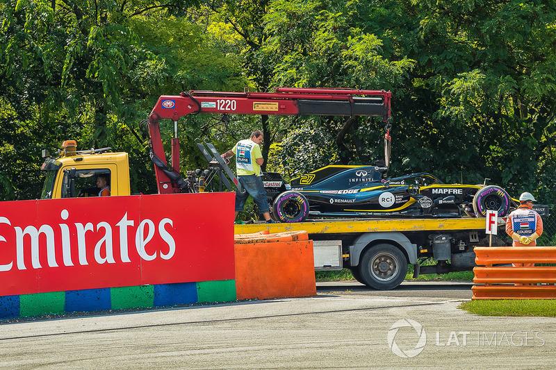 Samochód Nico Hulkenberga, Renault Sport F1 Team R.S. 18 usuwany podczas FP1