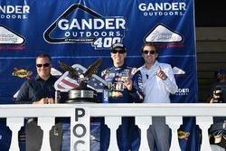 Kyle Busch, Joe Gibbs Racing, Toyota Camry M&M's Caramel, winner, celebration, victory lane