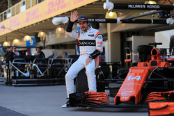 Fernando Alonso, McLaren waves