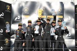 Podium Europe Pro : les vainqueurs Raphael Abbate, Yuki Nemoto, VS Racing, les deuxièmes, Loris Spinelli, Mikael Grenier, Antonelli Motorsport, les troisièmes, Nicolas Costa, Antonio D'Amico, VS Racing