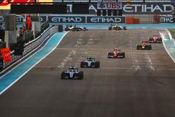 Lewis Hamilton, Mercedes F1 W07 Hybrid, leads Nico Rosberg, Mercedes F1 W07 Hybrid, Kimi Raikkonen, Ferrari SF16-H, Daniel Ricciardo, Red Bull Racing RB12, and Sebastian Vettel, Ferrari SF16-H