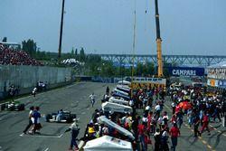 Los fanáticos invaden el circuito de Montreal, mientras Mika Salo y Luca Badoer, siguen compitiendo en la carrera