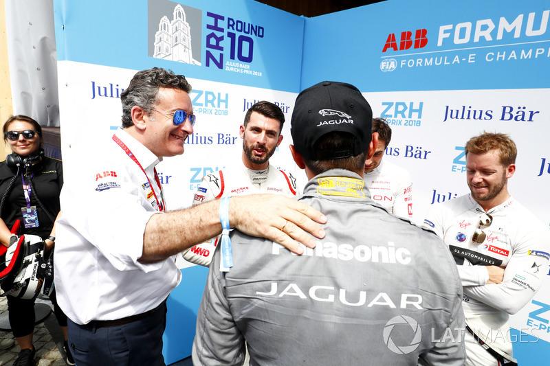 Alejandro Agag, PDG de la Formule E, félicité Mitch Evans, Jaguar Racing, pour sa pole postion