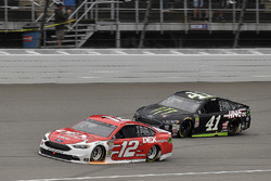 Ryan Blaney, Team Penske, Ford Fusion DEX Imaging and Kurt Busch, Stewart-Haas Racing, Ford Fusion M