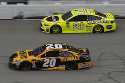 Erik Jones, Joe Gibbs Racing, Toyota Camry DeWalt Paul Menard, Wood Brothers Racing, Ford Fusion Men