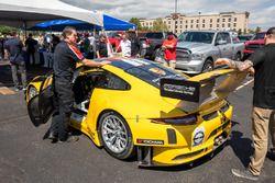 Porsche in attesa alle verifiche