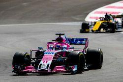 Sergio Perez, Force India VJM11, Nico Hulkenberg, Renault Sport F1 Team R.S. 18