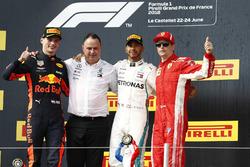 Max Verstappen, Red Bull Racing, Ron Meadows, Sporting Director, Mercedes AMG, Lewis Hamilton, Mercedes AMG F1, Kimi Raikkonen, Ferrari, op het podium